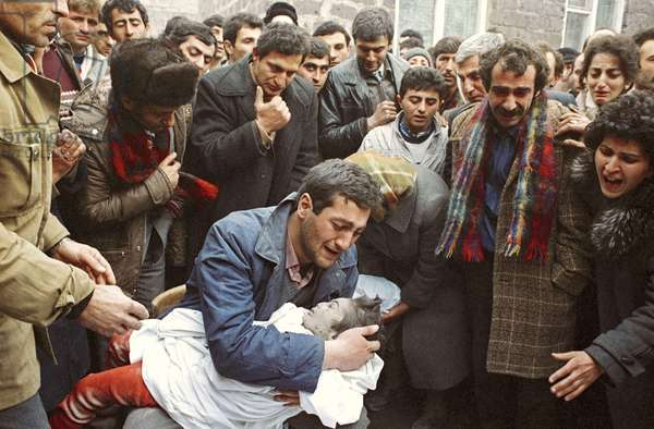 Father grieving over the death of his child killed in an earthquake in Spitak in December 1988, Alexander Makarov/Sputnik (photo)
