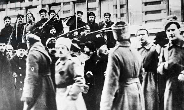 "Cruiser ""Aurora"" sailors joining insurgents, 1917 (b/w photo)"