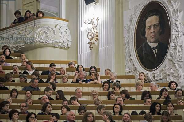 Spectators at the opening of the Sixth Mstislav Rastropovich International Festival in the Grand Hall of the Tchaikovsky Moscow Conservatory, 2015 (photo)