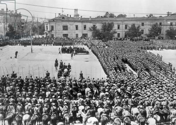 Red Army units parade to celebrate institution of the Tatar autonomous Soviet Socialist Republic , 1920 (b/w photo)