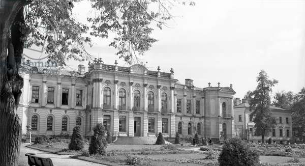The main building of the Timiryazev Moscow Agricultural Academy, now Russian State Agrarian University / Timiryazev Moscow Agricultural Academy, was completed in 1865 to a design by Leon Benois, 1957 (photo)