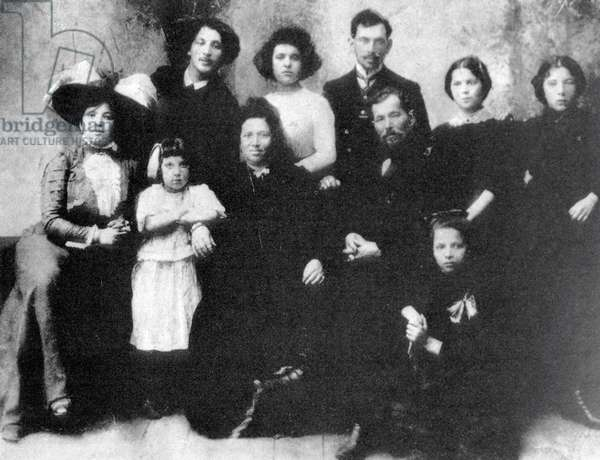 Family of the Artist Marc Chagall, 1890 (b/w photo)