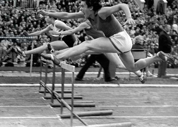 Soviet athlete Irina Press in a 80m hurdle race, Leonid Dorenskiy/Sputnik (photo)
