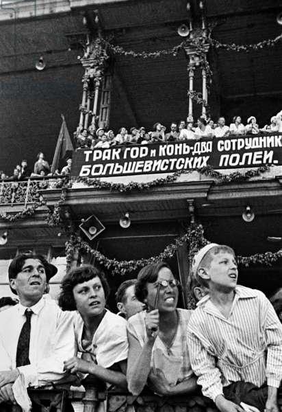 Visitors at the Moscow Hippodrome, 1936, Anatoliy Garanin/Sputnik (photo)