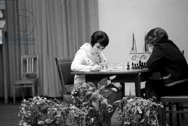 Soviet chess player Nona Gaprindashvili (left), October 1, 1977 (photo)