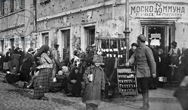 Line for food products, 1920 (b/w photo)