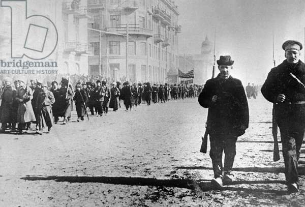 Red Guards march along street, 1917 (b/w photo)