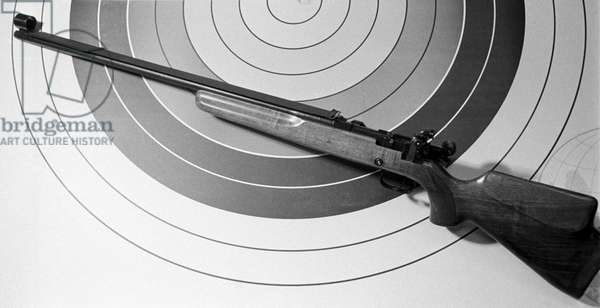 MTs 80-1 5.6-mm sporting rifle designate for shooting at fast moving targets, 1967 (b/w photo)