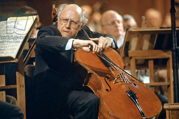 Cellist Mstislav Rostropovich during a concert in Moscow, 1991, Vladimir Vyatkin/Sputnik (photo)
