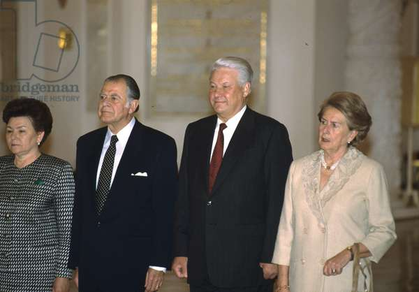 Russian President Boris Yeltsin (2nd R) and Russian First Lady Naina Yeltsina (L) meeting with Chilean President Patricio Aylwin Azócar and his wife at the Moscow Kremlin, 1993 (photo)