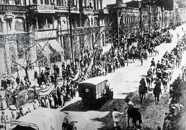 Units of the 1st Cavalry entering Rostov-on-Don, 1920 (b/w photo)