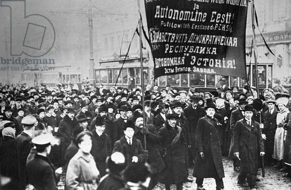 Demonstration of Estonian workers of Putilov Factory on Nevski Avenue, 1917 (b/w photo)