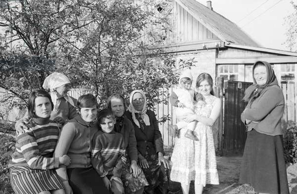 Old-age pensioner Maria Ostrinskaya from Maidanovski state farm accommodated in her house a family evacuated from Mashev village in Chernobyl district , 1986 (photo)