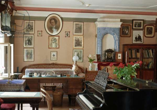 The study-living room of Pyotr I. Tchaikovsky in the composer's house-museum in Klin (photo)