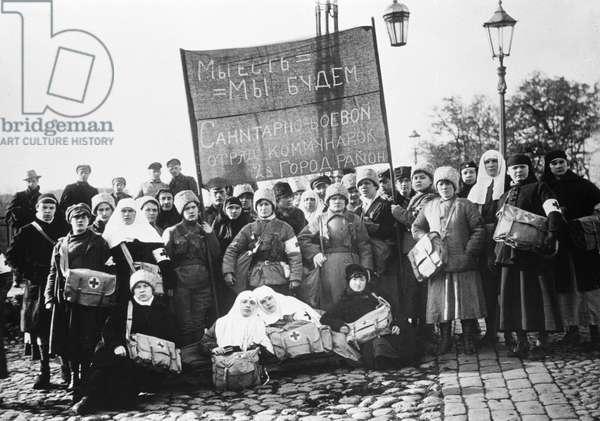 Group of Communard nurses, 1920 (b/w photo)