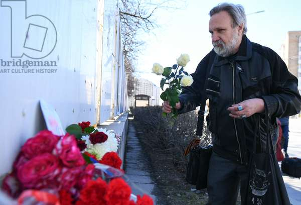 16.04.2019 A man lays flowers next to the French Embassy in Moscow, Russia, as Russians commisirate with Parisians after Notre Dame Cathedral was partially destroyed by major fire that broke out on Monday evening (photo)