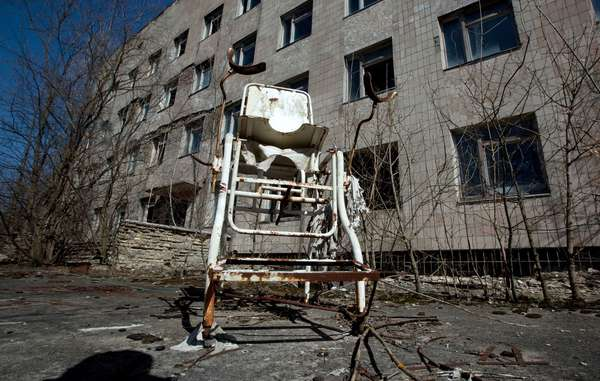 Medical equipment at the hospital in Pripyat, 2011 (photo)