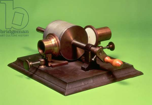 Replica of the first phonograph, invented by Thomas Alva Edison (1847-1931) in 1877 (metal) (see also 260255)