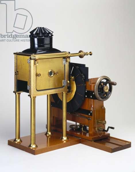 Replica of the zoopraxiscope designed by Eadweard Muybridge (1830-1904) 1880 (wood) (see also 3607)