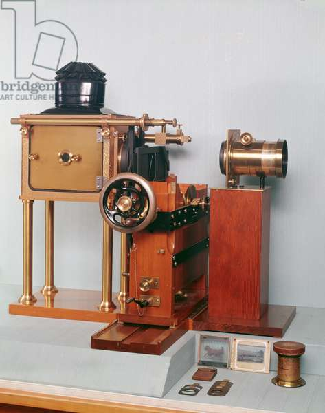 Replica of the zoopraxiscope designed by Eadweard Muybridge (1830-1904) 1880 (wood) (see also 260227)