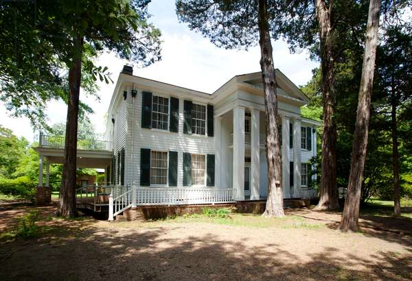 Exterior of Rowan Oak home of William Faulkner in Oxford Mississippi (photo)