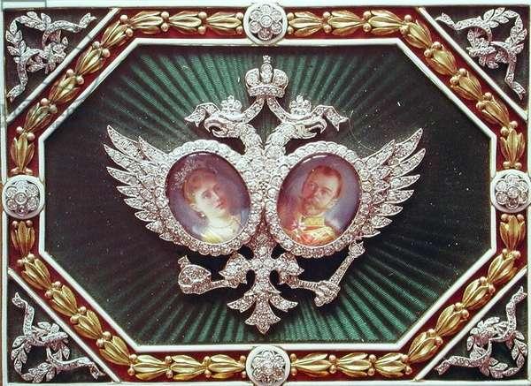 Enamel box with miniature depictions of Tsar Nicholas II (1868-1918) and Alexandra of Russia (1872-1918)