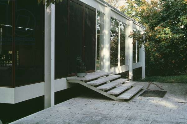 Terrace facade of the house, built in 1950 (photo)