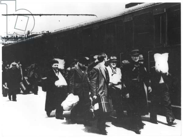 Roundup of 15th May 1941, 4 trains leaving Gare d'Austerlitz for Pithiviers and Beaune-la-Rolande (b/w photo)