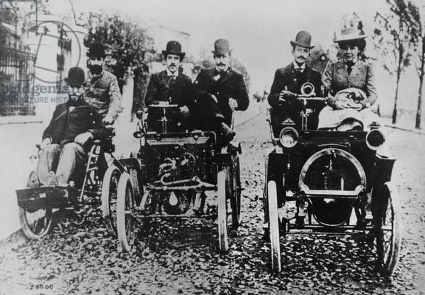 Marcel (d.1903) and Louis (1877-1944) Renault driving, 1898 (b/w photo)