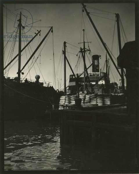 Shipping scene, USA, c.1920-38 (gelatin silver photo)