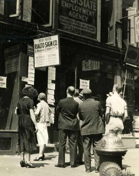 Looking at Employment Listings, USA, c.1930-38 (gelatin silver photo)