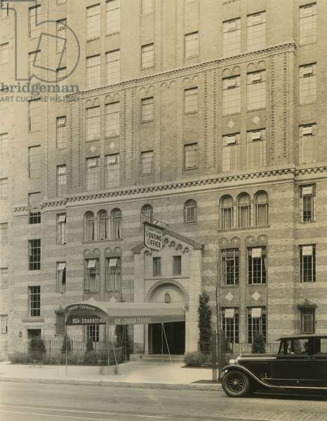 London Terrace, 435 West 23rd Street, USA, c.1920-38 (gelatin silver photo)