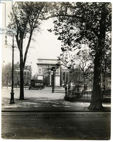 Washington Square North, New York, USA, c.1905-40 (gelatin silver photo)