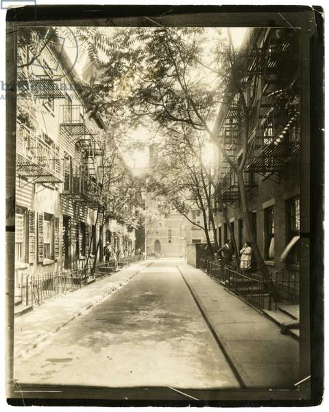 Patchin Place, leading off from 10th Street, New York, USA, 1916 (gelatin silver photo)