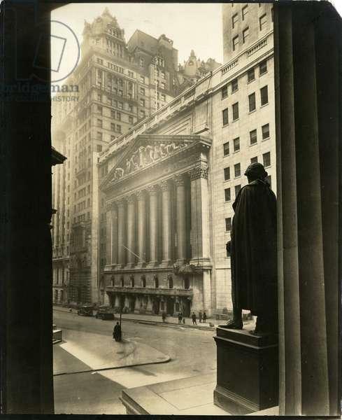 Broad St from Treasury Building, New York, USA, c.1905-40 (gelatin silver photo)
