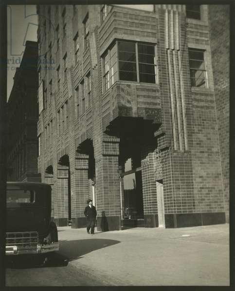 21 West Street, detail of lower floor windows (Previously 24 West Street), Starrett & Van Vleck, architects, New York, USA, c.1920-38 (gelatin silver photo)