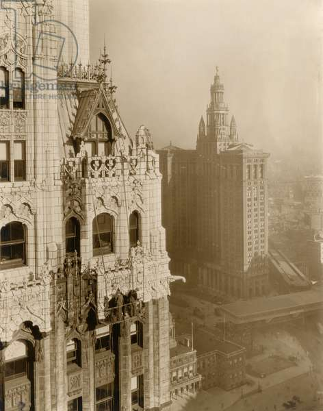 Men cleaning exterior of the Woolworth Building, detail of setback, side elevation at SE corner.  , c.1913 (photo)