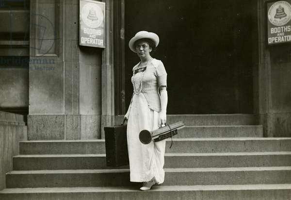 Beals at work, 1904 (gelatin silver photo)