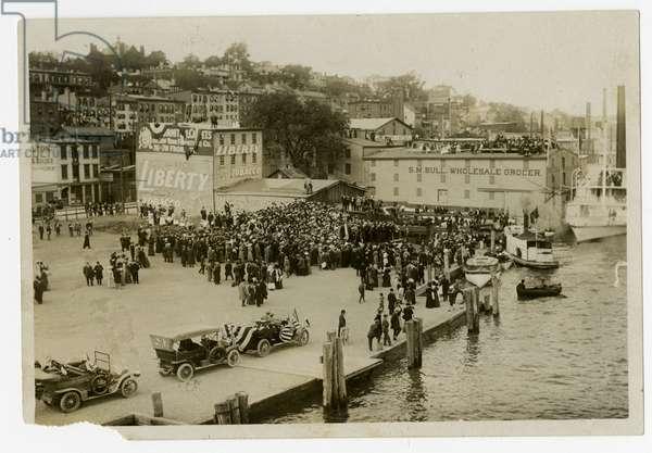 Newburgh: reception on dock, 1909 (gelatin silver photo)