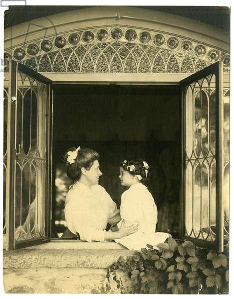 Mrs Ernest Thompson Seton & daughter Ann, 1909 (gelatin silver photo)