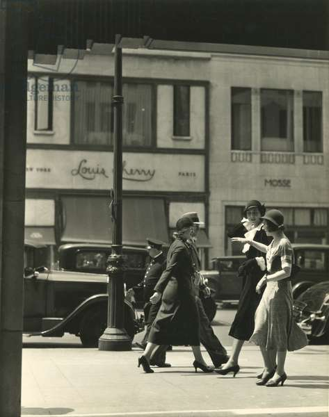 Pedestrians, Fifth Avenue and 58th Street, New York, USA, c.1920-38 (gelatin silver photo)