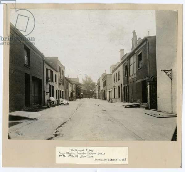 MacDougal Alley, Greenwich Village, New York, USA, c.1905-20 (gelatin silver photo)