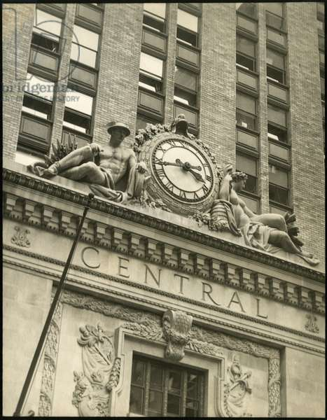 Grand Central Terminal, Lexington Avenue and 43rd Street, clock flanked by statues on exteriror, New York, USA, c.1920-38 (gelatin silver photo)