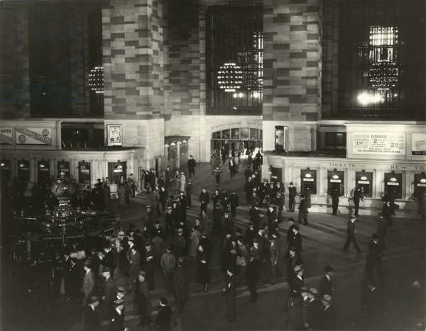 Grand Central Terminal, main concourse, New York, USA, c.1920-38 (gelatin silver photo)