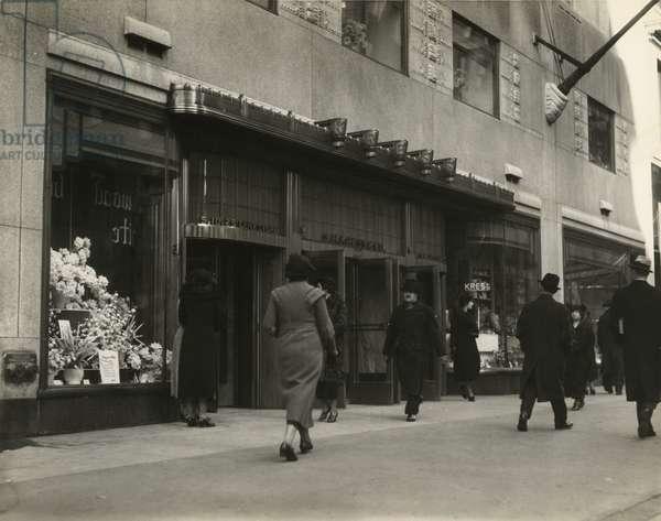 S.H. Kress & Co, 5-10-25 Cent Store, New York, USA, c.1920-38 (gelatin silver photo)