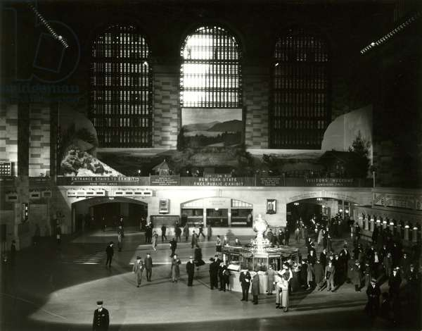 Grand Central Terminal, New York - main waiting room, New York, USA, c.1920-38 (gelatin silver photo)