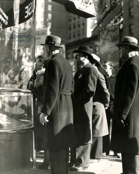 Men Window Shopping, New York, USA, c.1920-38 (gelatin silver photo)