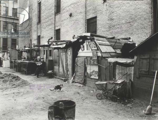Unemployed and huts at West Houston - Mercer Street, Manhattan, 25th October, 1935 (gelatin silver print)