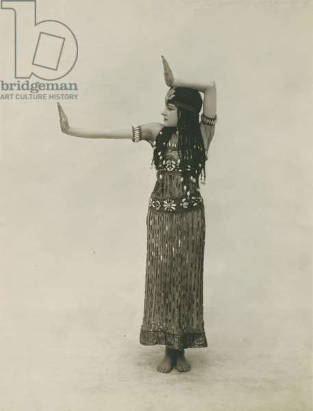 An Egyptian dancer from 'Julnar of the Sea', 1919 (b/w photo)