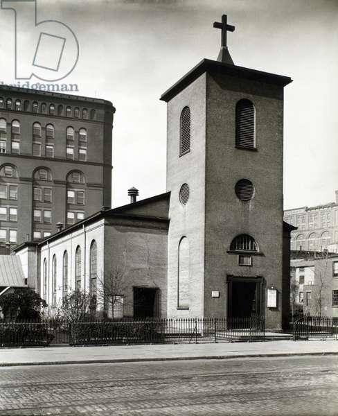St Luke's Chapel, 483 Hudson Street, Manhattan, 21st October, 1935 (gelatin silver print)